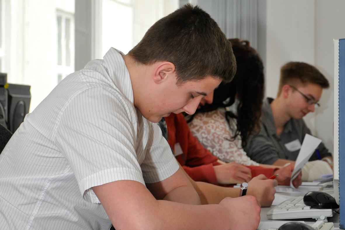 Wie man Einfühlungsvermögen für Jugendliche lehrt