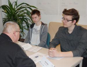 Knobelsdorff Schule im Gespärch mit Netzwerkschüler beim Azubi-Casting
